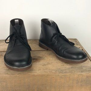CLARKS black leather chukka boots size 8.5